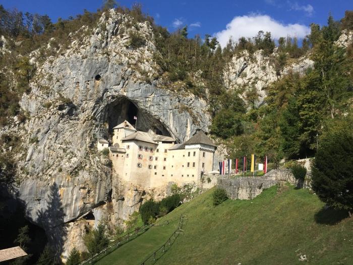 slovenia in camper visita al castello di predjama
