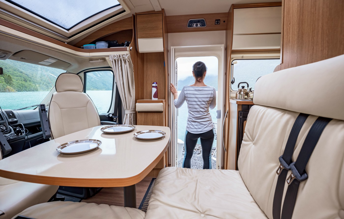 Gli interni camper semintegrali sono un aspetto fondamentale da valutare prima di acquistare un veicolo. Ci sono diverse disposizioni interne tra cui puoi scegliere
