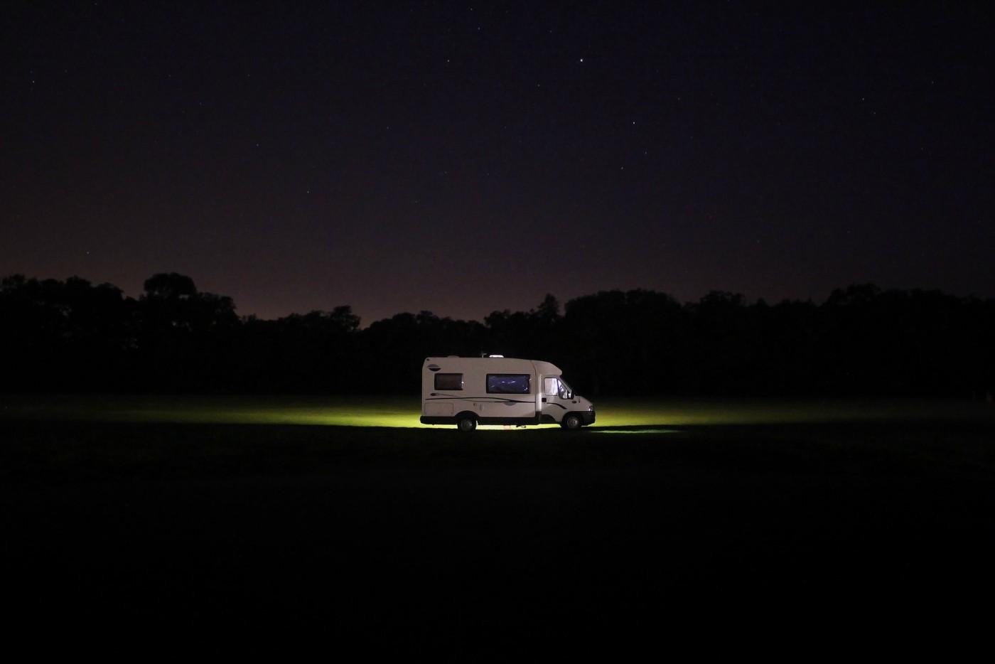 Il camper semintegrale è un camper compatto adatto ad equipaggi poco numerosi