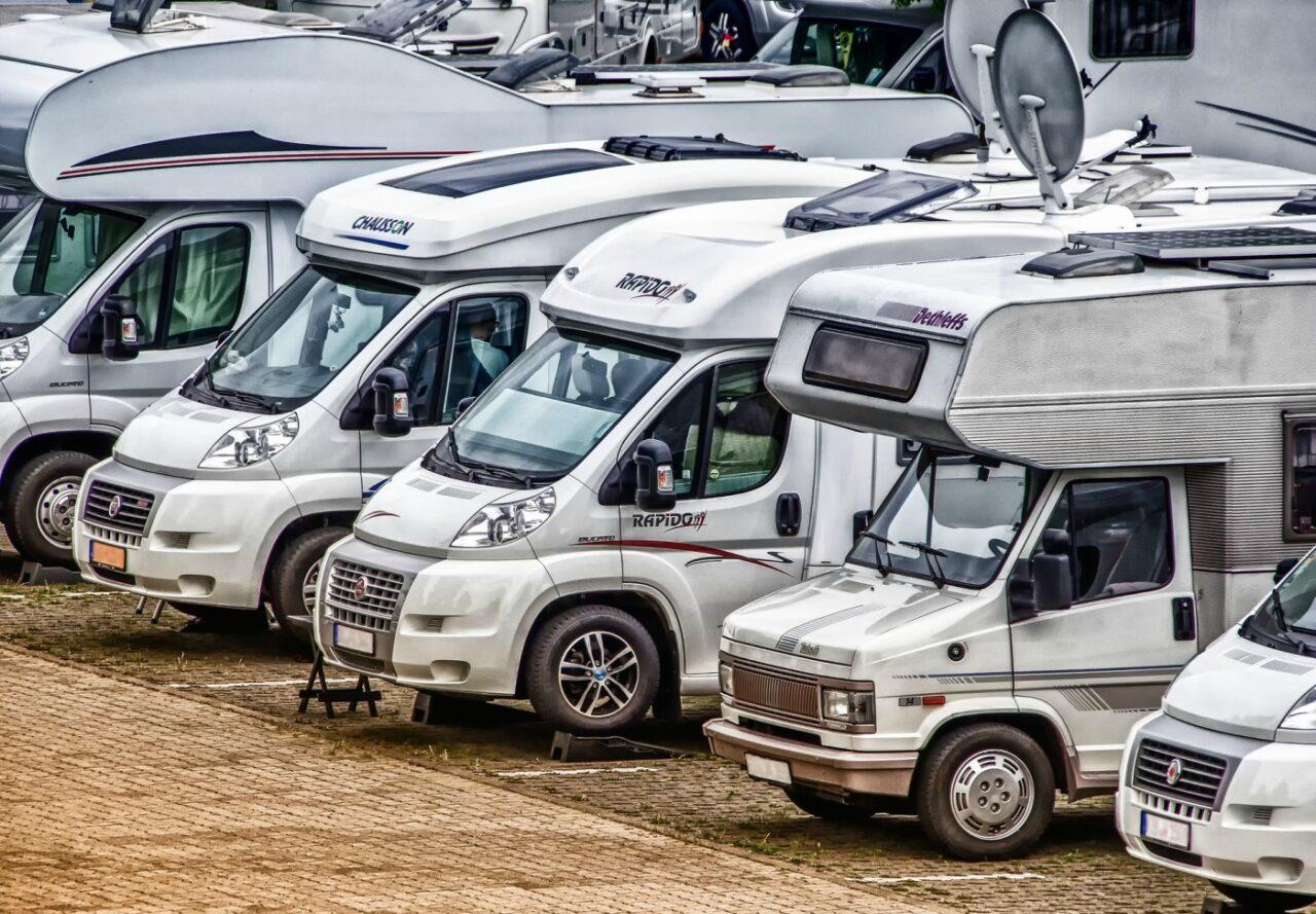 Prima di scegliere quale veicolo acquistare, dovresti informarti sulle differenze tra un camper semintegrale ed un camper motorhome