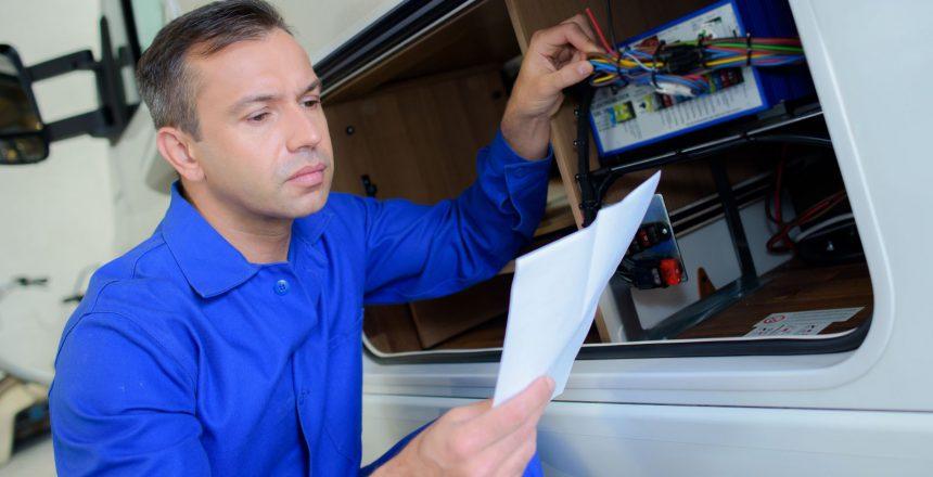 La batteria servizi camper è fondamentale perchè risponde a tutte le esigenze energetiche delle apparecchiature e dispositivi a bordo del proprio veicolo